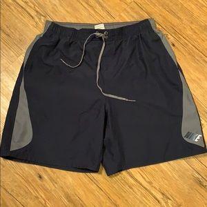 Nike athletic shorts w/pockets size XL EUC